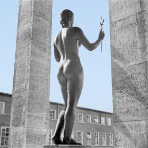 «Siegerin» utført av Arno Breker er å finne ved Haus des Deutschen Sports ved Reichssportfeld i Berlin.