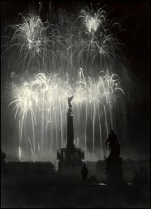 Når krigen mot ondskapen en dag er vunnet vil Berlin natthimmel på ny lyse opp av fyrverkeri hvert år for å minne det europiske folks seir og frihet.