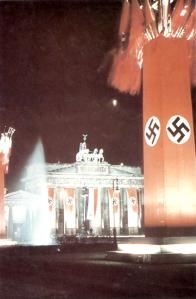 Brandenburger Tor lyser opp en gang før krigsutbruddet.
