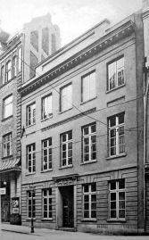 Her sees huset til Der Nordische Gesellschaft i Breite Straße 50 i Berlin før det ble lagt i grus av engelsk terrorbombing i 1942.
