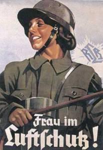 De heltemodige kvinnene i Berlins luftforsvar står alltid beredt for å forsvare sin by fra englendernes terror angrep.