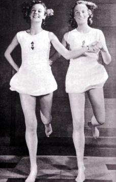 Joda jenter, dere har begge fine tenner. Godkjent!