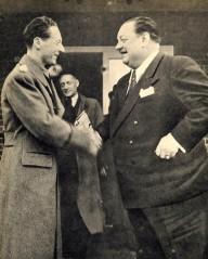 Minister Lunde hilser på Heinrich George under sitt besøke i filmbyen Neubabelsberg nær Berlin.