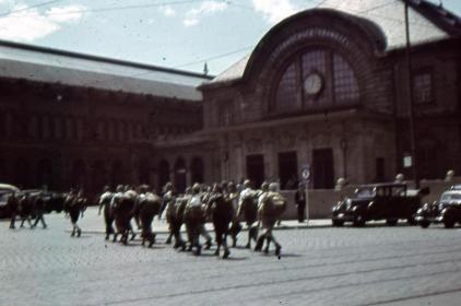 Abmarsch der Gruppe zum Starnberger Bahnhof