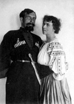 "Madame Kollontai og hennes ""matros"" Pavel Dybenko i 1917."