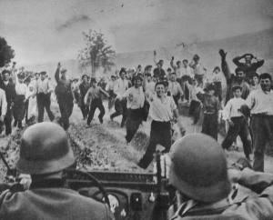 Tyske soldater hilses på sin vei inn i Ukraina.