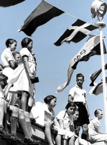 """Hvis den engelske arbeiderklasse-ungdommen, eller for den saks skyld den norske, hadde sett hvorledes den tyske arbeiderungdoms livsvilkår har blitt forbedret under Hitlers kortvarige ledelse, så ville deres håp om et liv i verdighet tenne den nasjonalsosialistiske ild i dem alle. Da forstår man også meget godt hvorfor finanseliten i England og Norge ble desperate i å starte krigen og bestilte folkemordet på de over 50.000 prøysserne i Polen som tvang Hitler til å """"angripe Polen""""* (intervenere)."""